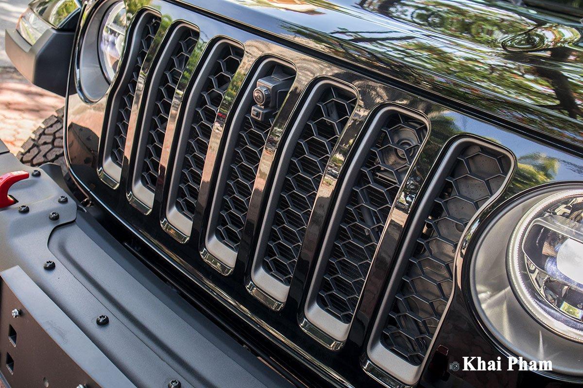 Ảnh lưới tản nhiệt xe Jeep Gladiator Launch Edition 2020
