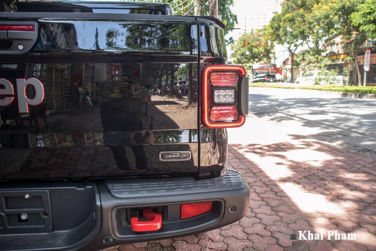 Ảnh đèn hậu xe Jeep Gladiator Launch Edition 2020 a1
