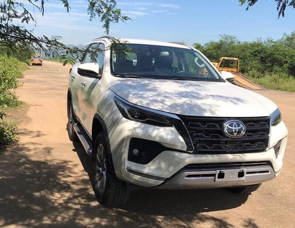 Toyota Fortuner nâng cấp bất ngờ có mặt tại Việt Nam.
