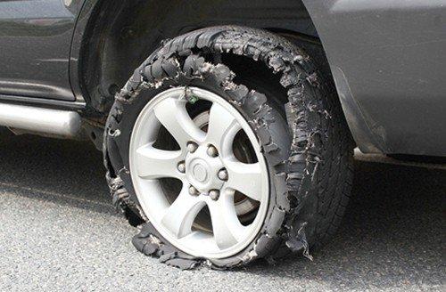 Cần tránh để xe bị nổ lốp vào mùa hè.