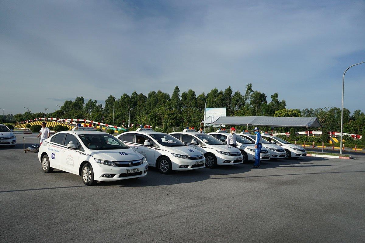 Các mẫu xe ô tô sử dụng thi sát hạch đều là Honda Civic 1.8.