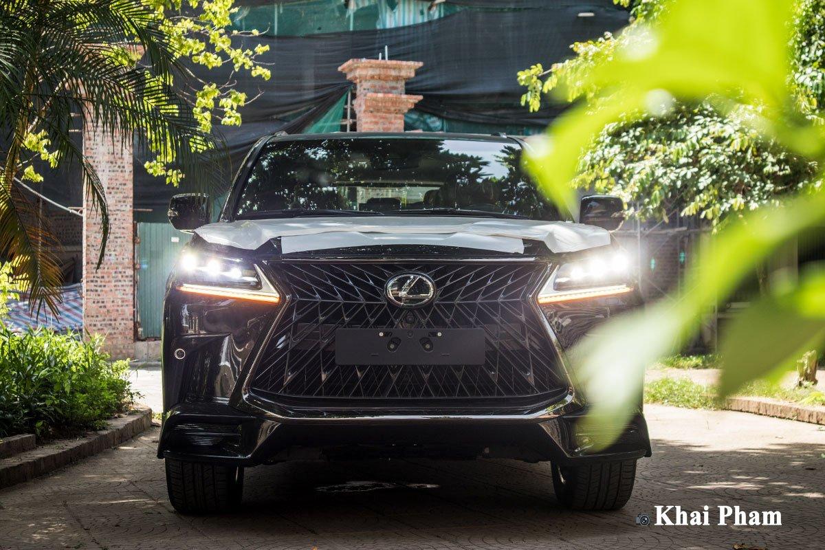 Ảnh chính diện đầu xe Lexus LX 570 Super Sport Black Edition 2020