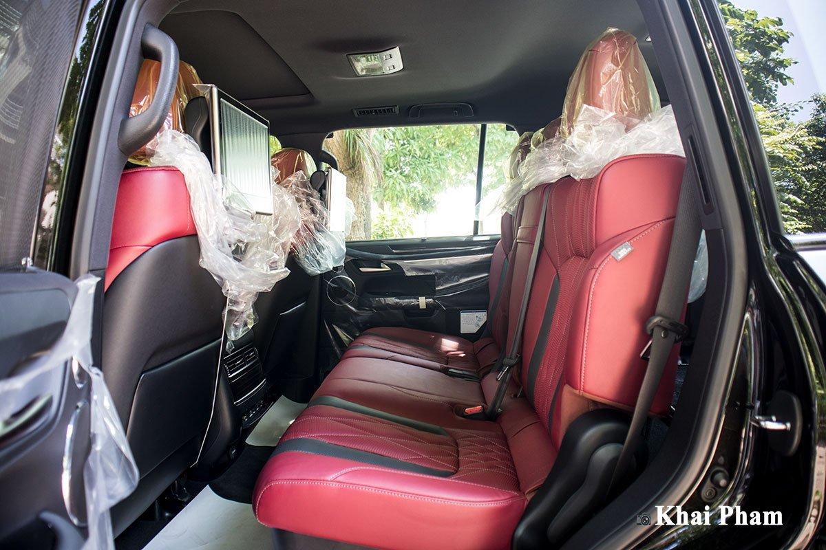 Ảnh ghế sau xe Lexus LX 570 Super Sport Black Edition 2020