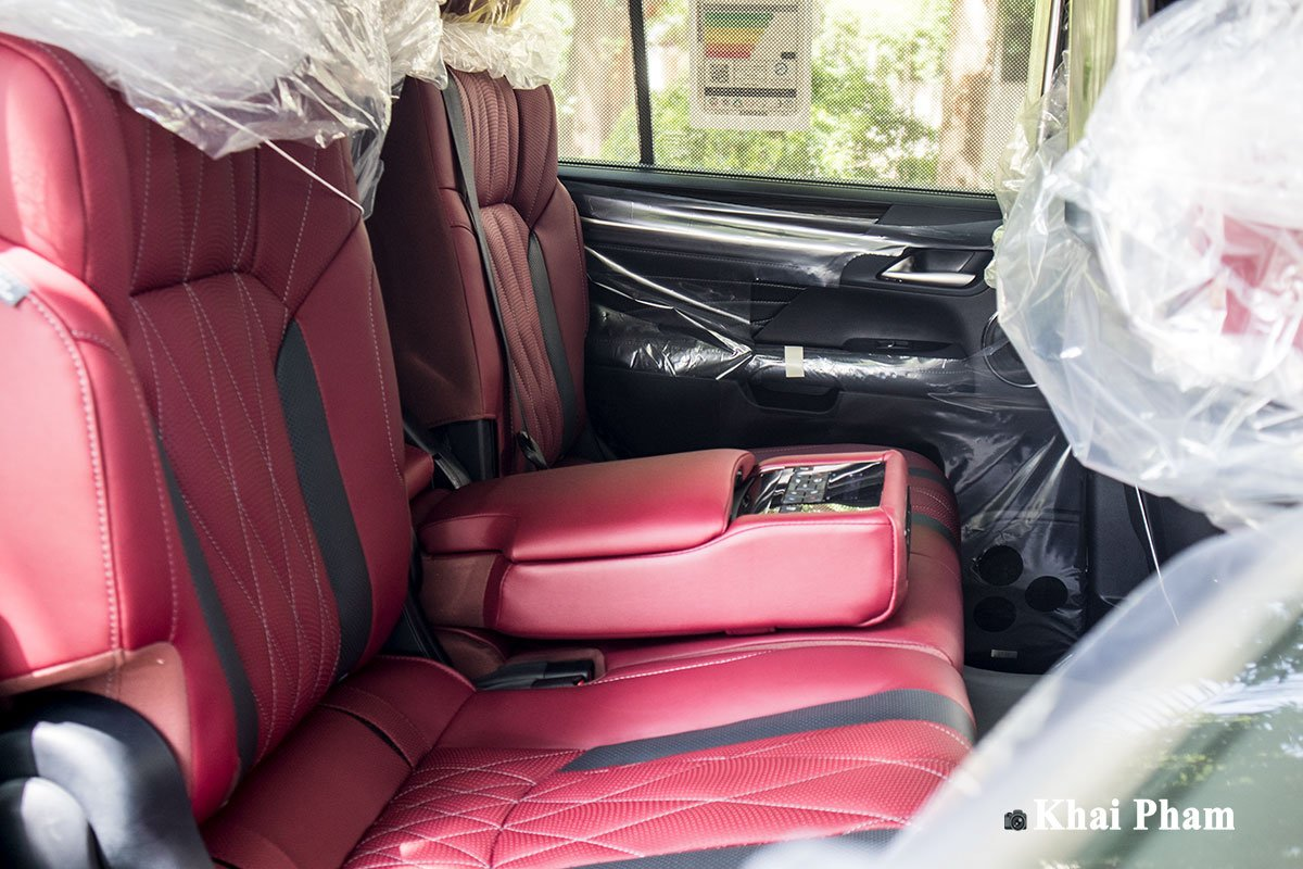 Ảnh ghế sau xe Lexus LX 570 Super Sport Black Edition 2020 a1