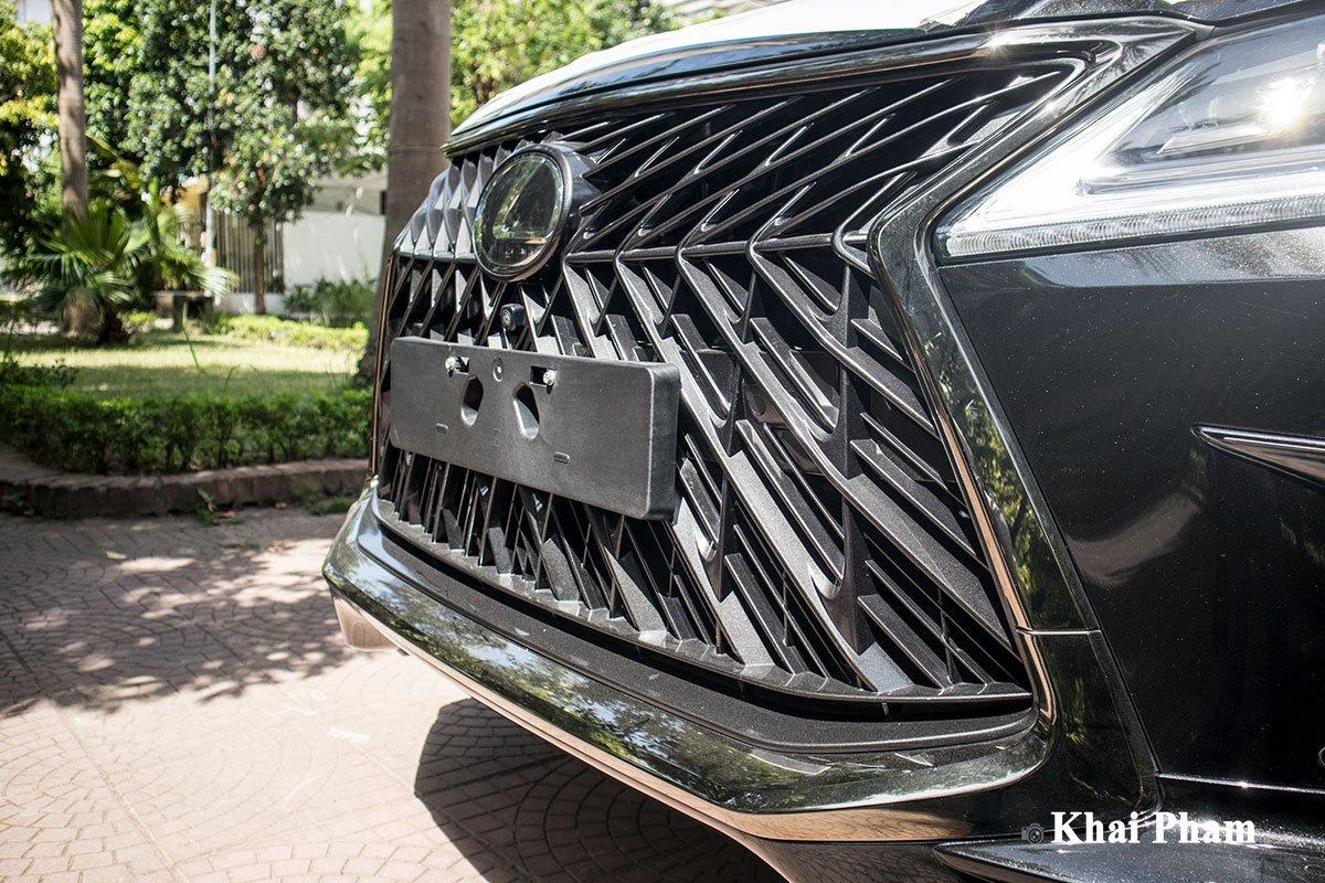 Ảnh lưới tản nhiệt xe Lexus LX 570 Super Sport Black Edition 2020