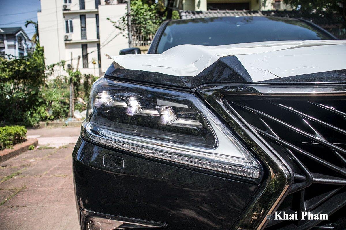 Ảnh đèn pha xe Lexus LX 570 Super Sport Black Edition 2020