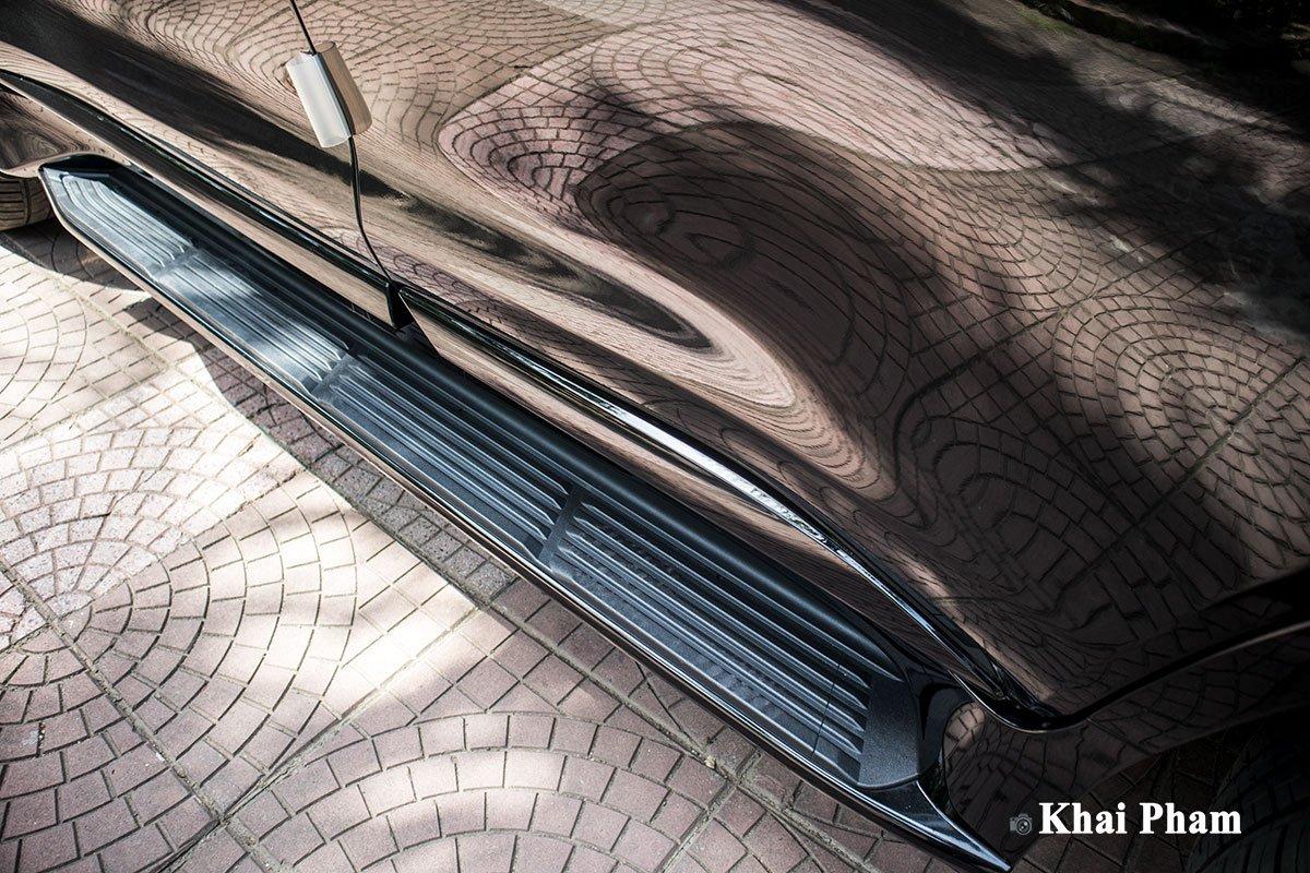 Ảnh bậc lên/xuống xe Lexus LX 570 Super Sport Black Edition 2020 a1