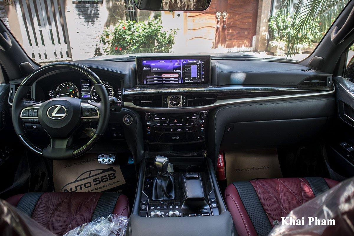 Ảnh chính diện khoang lái xe Lexus LX 570 Super Sport Black Edition 2020