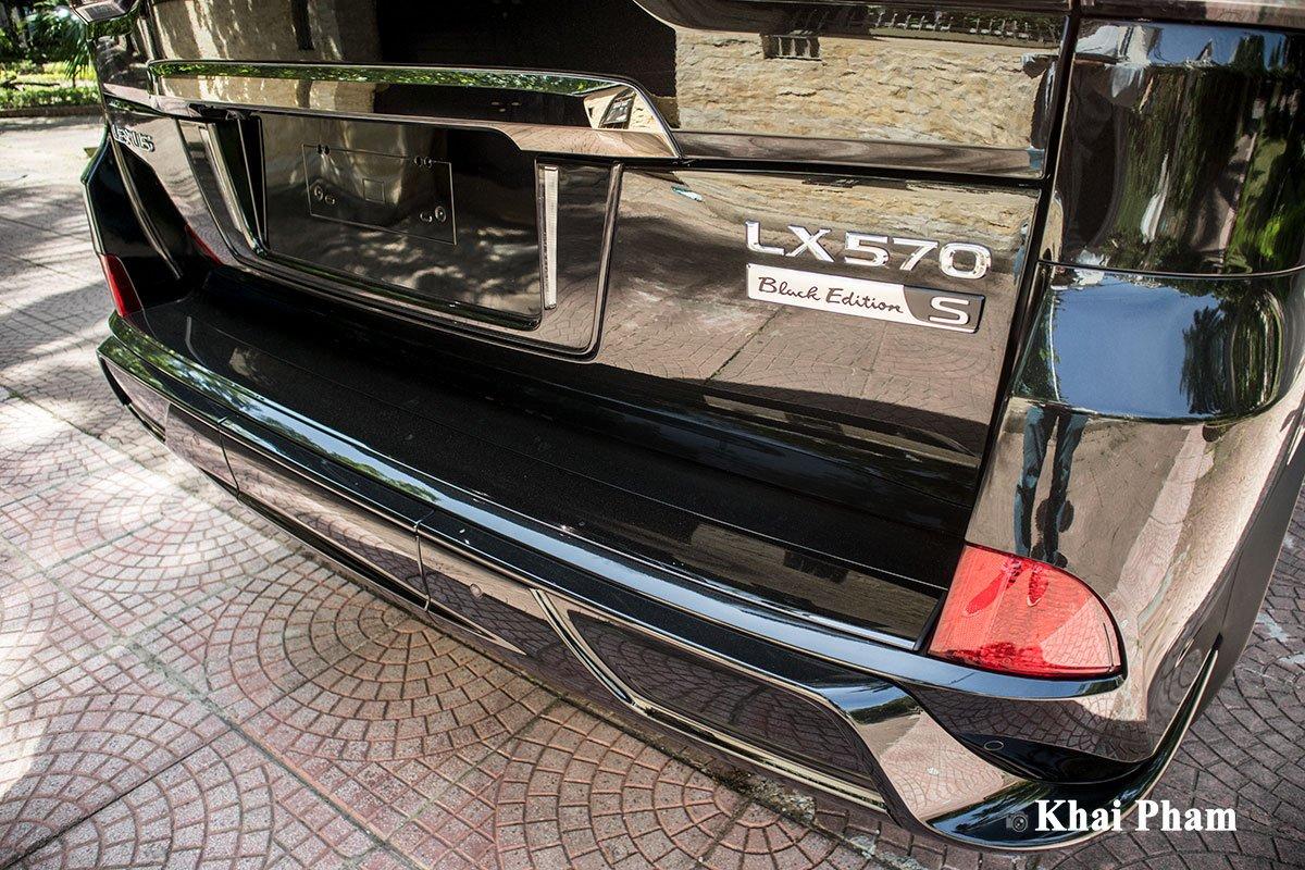 Ảnh cản sau xe Lexus LX 570 Super Sport Black Edition 2020 a1