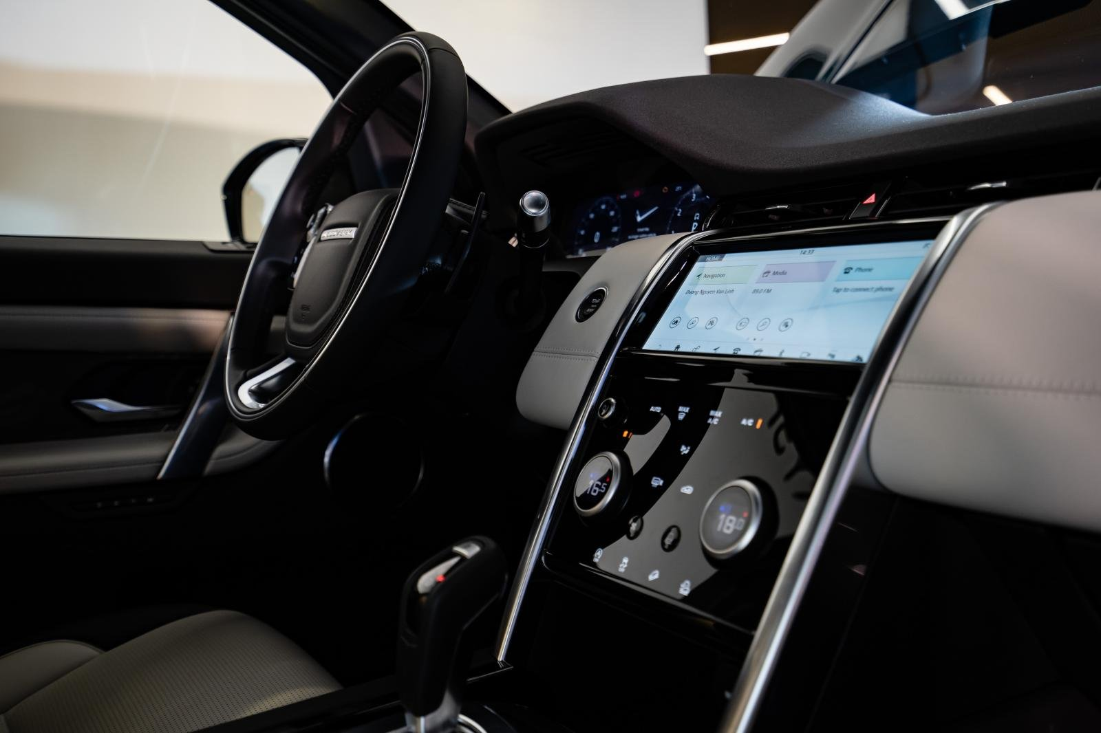 Land Rover Discovery Sport 2020 được nâng cấp đáng kể so với thế hệ cũ 1