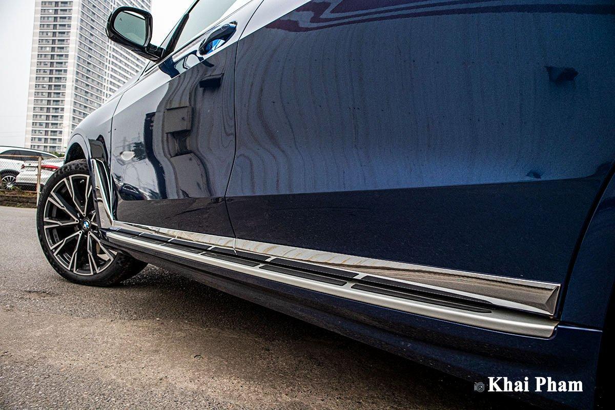 Ảnh Bậc lên/xuống xe BMW X7 2020