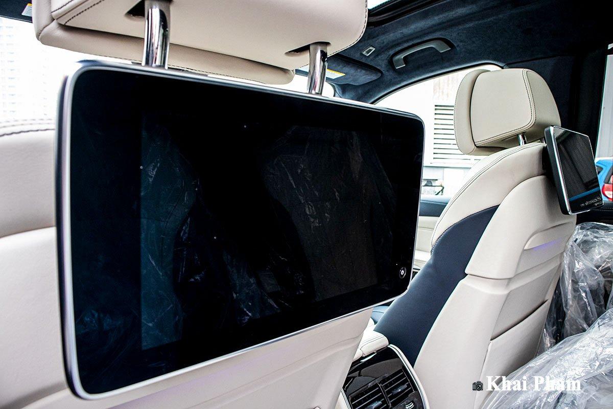 Ảnh màn hình sau xe BMW X7 2020