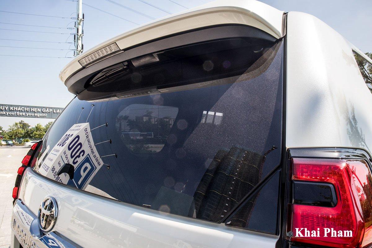 Ảnh Kính sau xe Toyota Land Cruiser Prado 2020