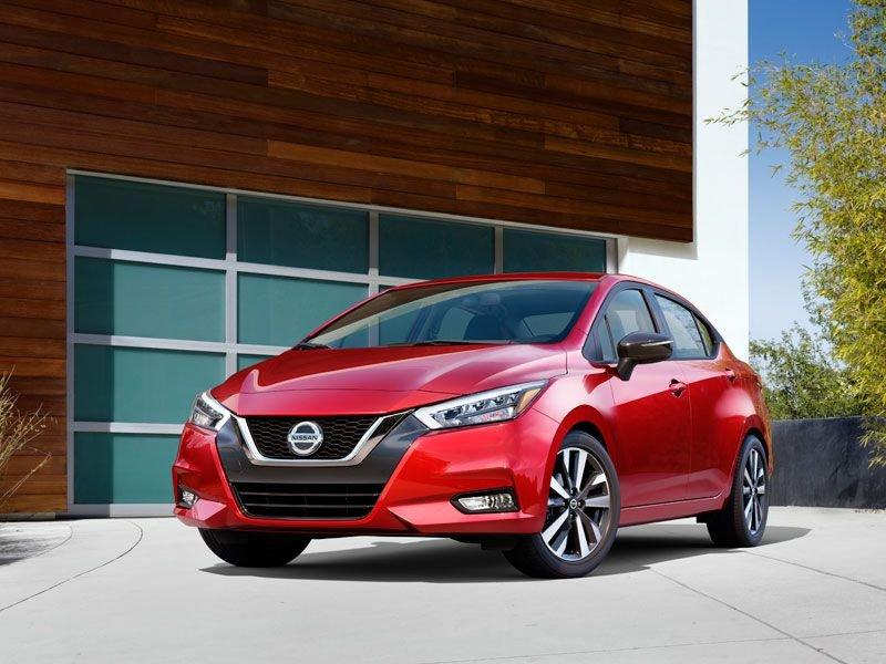Nissan Sunny giá rẻ cũng có giám sát điểm mù.