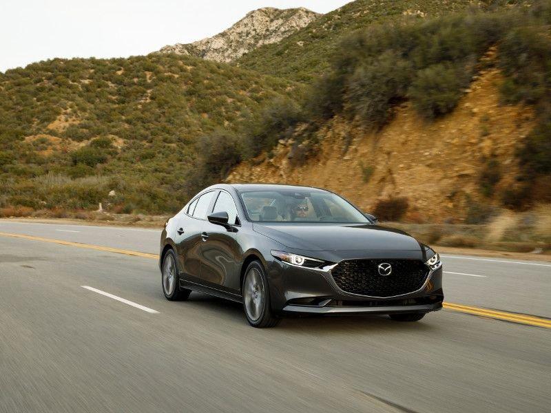 Mazda 3 vừa đẹp vừa an toàn.