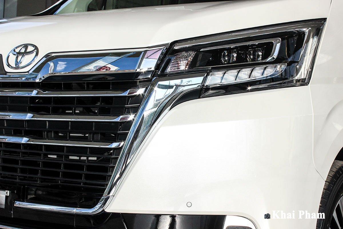 Ảnh mặt trước xe Toyota Granvia 2020 a1