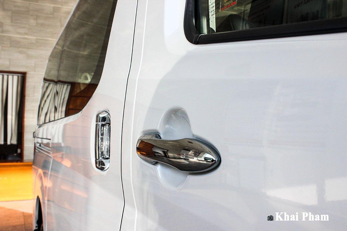 Ảnh Tay nắm cửa xe Toyota Granvia 2020