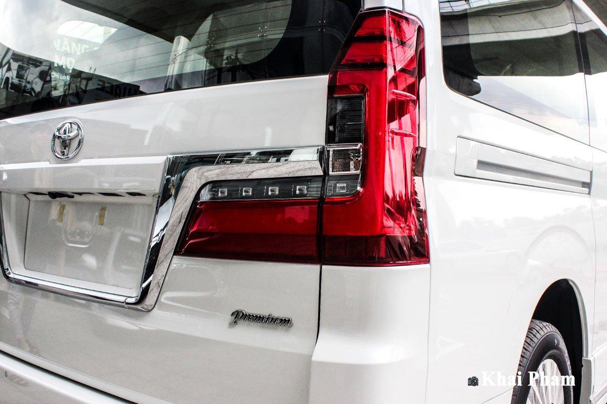 Ảnh Đèn hậu phải xe Toyota Granvia 2020
