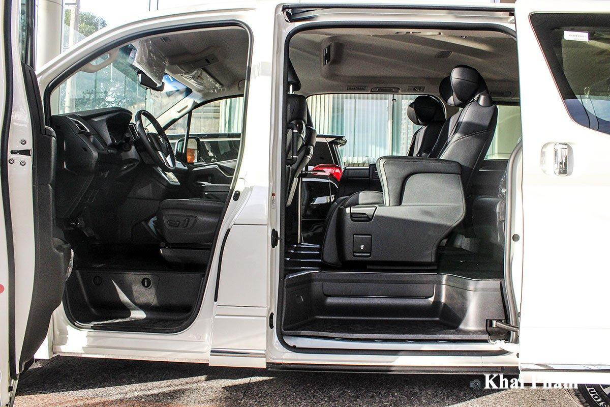 Ảnh khoang ghế xe Toyota Granvia 2020.