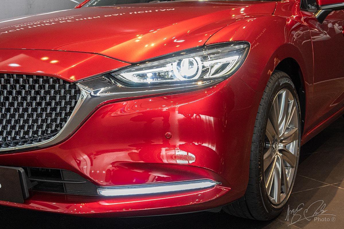 Đánh giá xe Mazda 6 2020: cản trước tinh giản mượt mà.