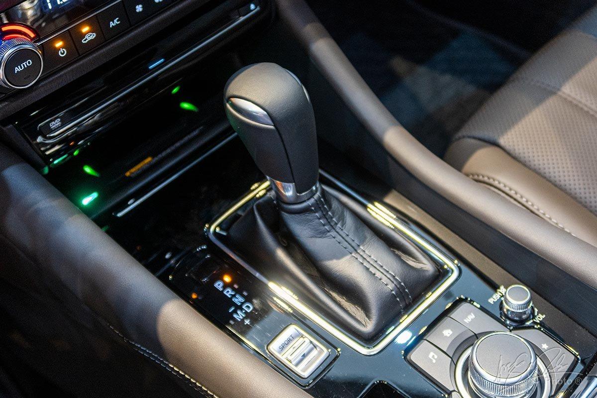 Đánh giá xe Mazda 6 2020: Hộp số tự động 6 cấp.