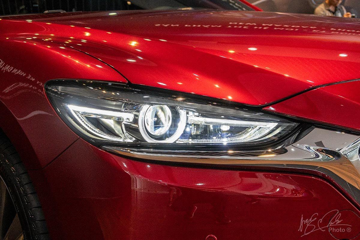 Đánh giá xe Mazda 6 2020: Cụm đèn pha LED mới tinh tế.