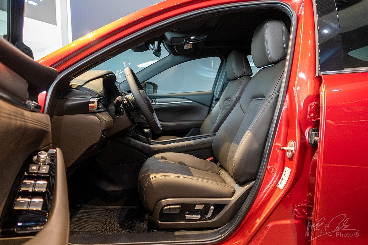 Đánh giá xe Mazda 6 2020: Ghế trước chỉnh điện nhớ 2 vị trí cho người lái.