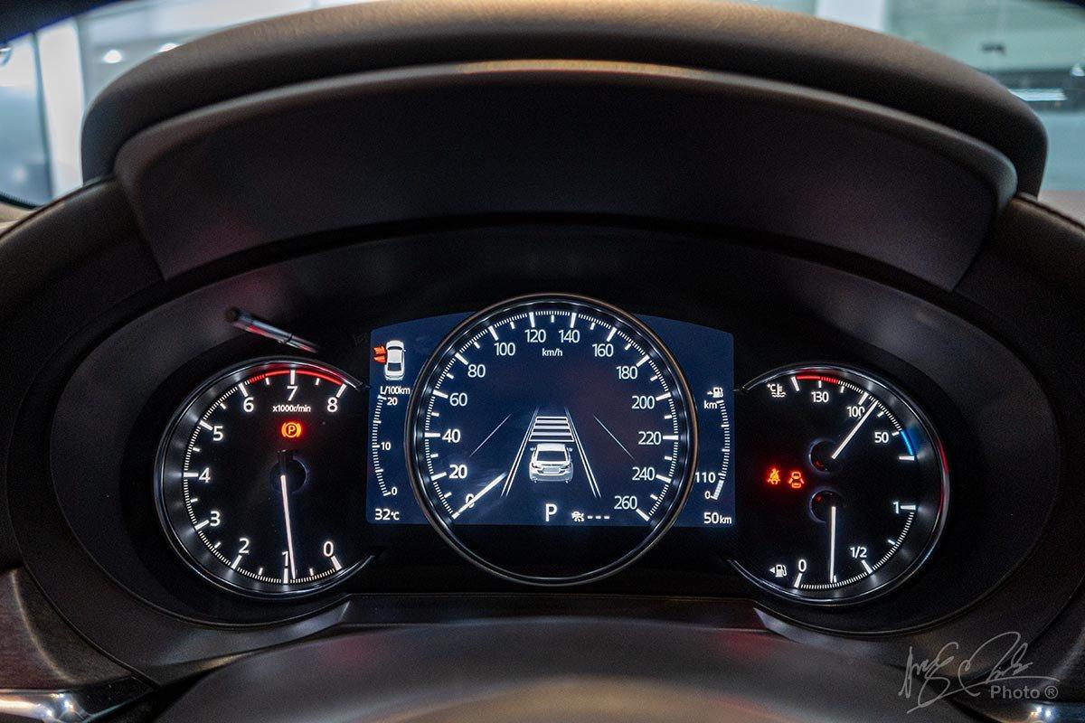 Đánh giá xe Mazda 6 2020: Cụm đồng hồ trên Mazda 6 2.5.