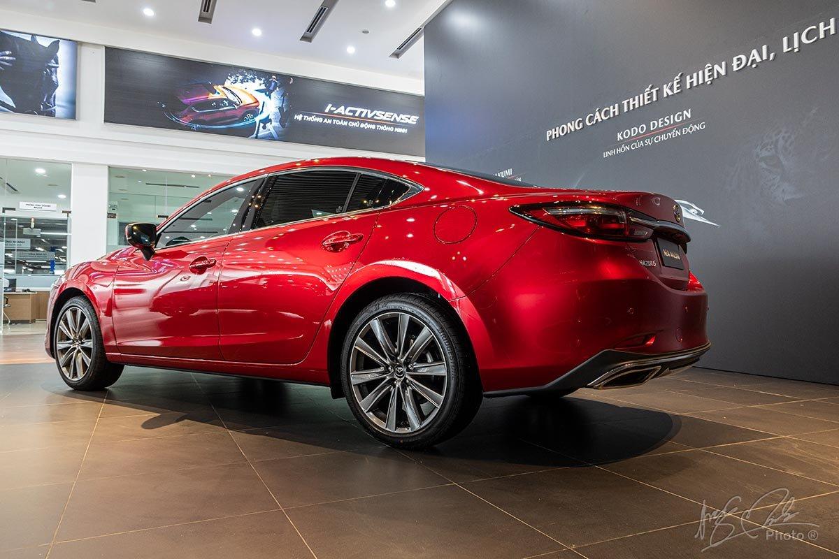 Đánh giá xe Mazda 6 2020: Đuôi xe thể thao.