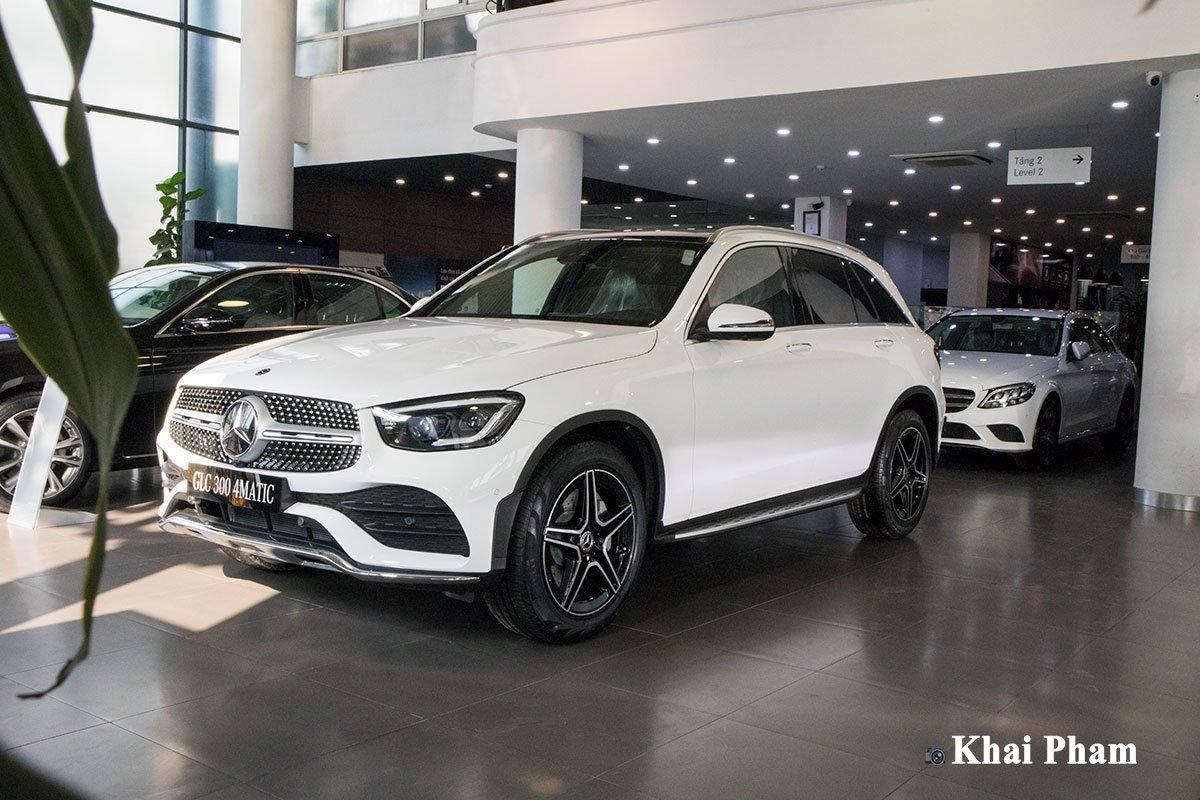 Ảnh vận hành xe Mercedes-Benz GLC 300 2020