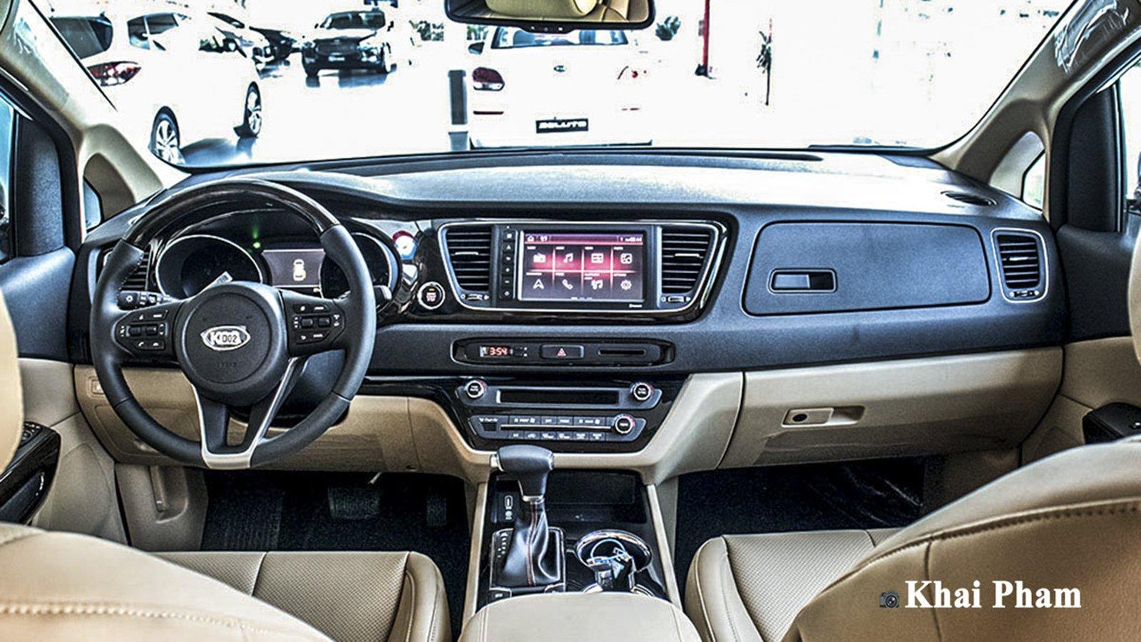 Ảnh Khoang lái xe Kia Sedona 2020