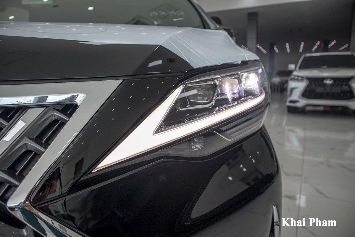 Ảnh đèn pha xe Lexus LM300h 2020 bên phải