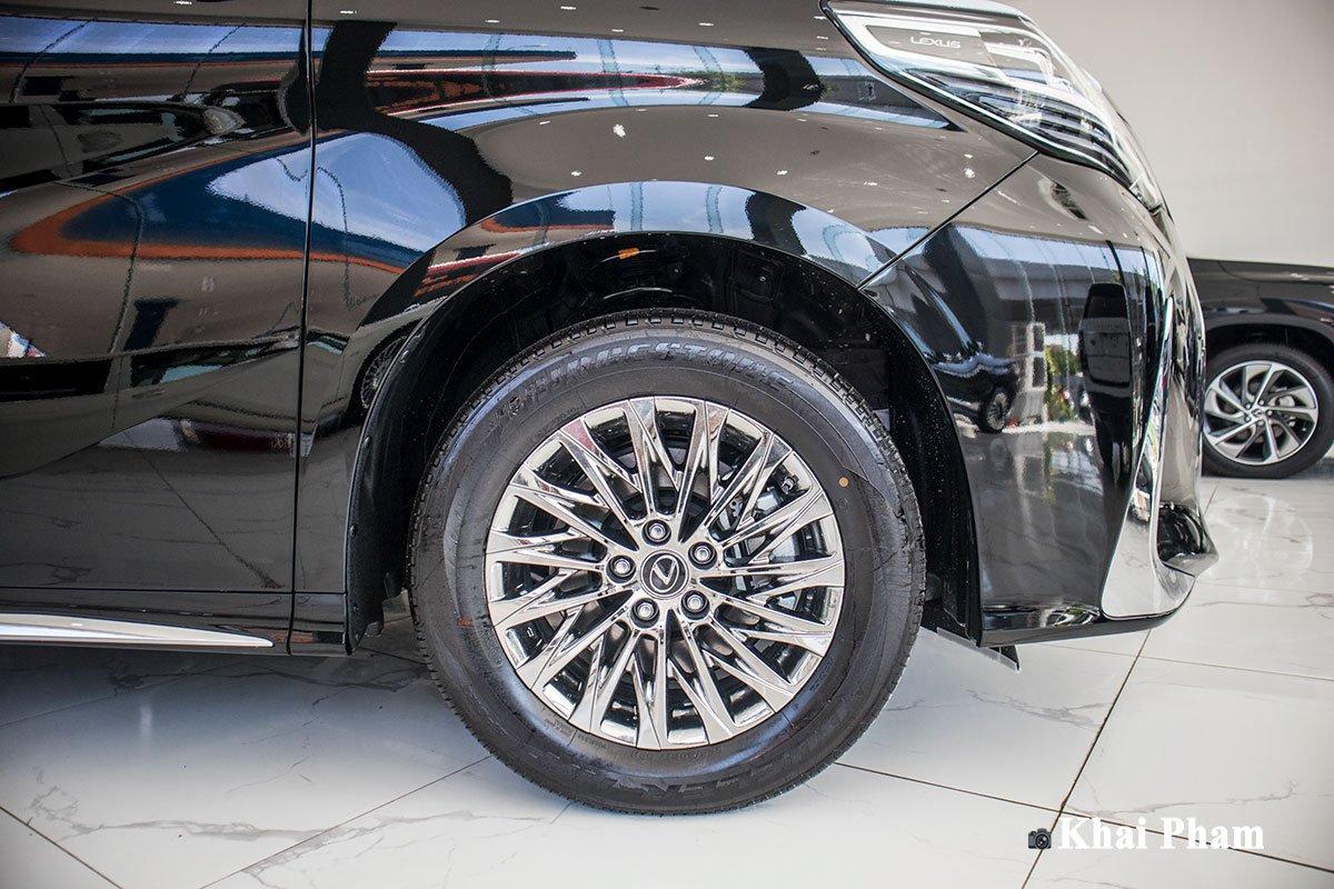 Ảnh la-zăng xe Lexus LM300h 2020 bên phải