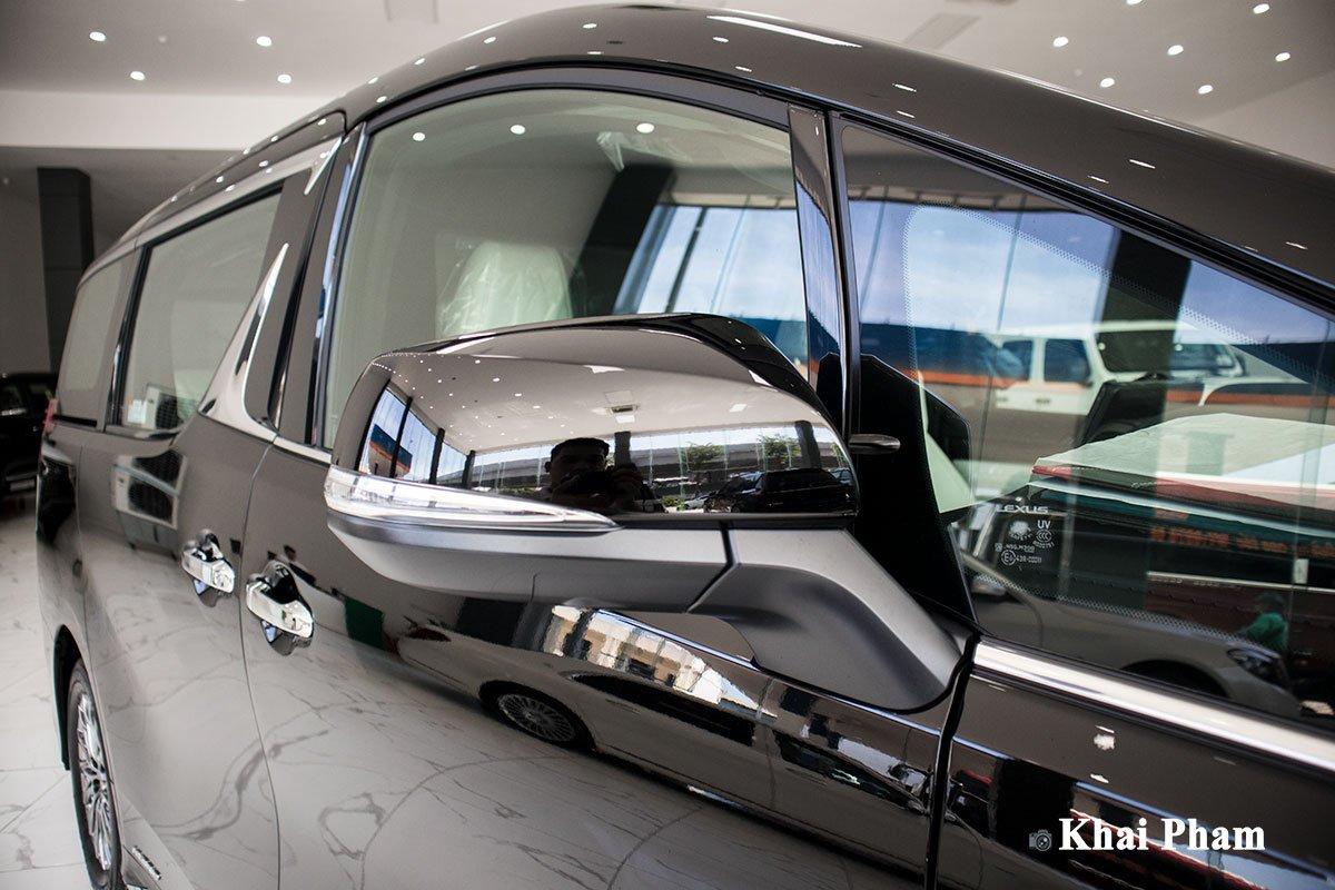 Ảnh gương xe Lexus LM300h 2020 bên phải