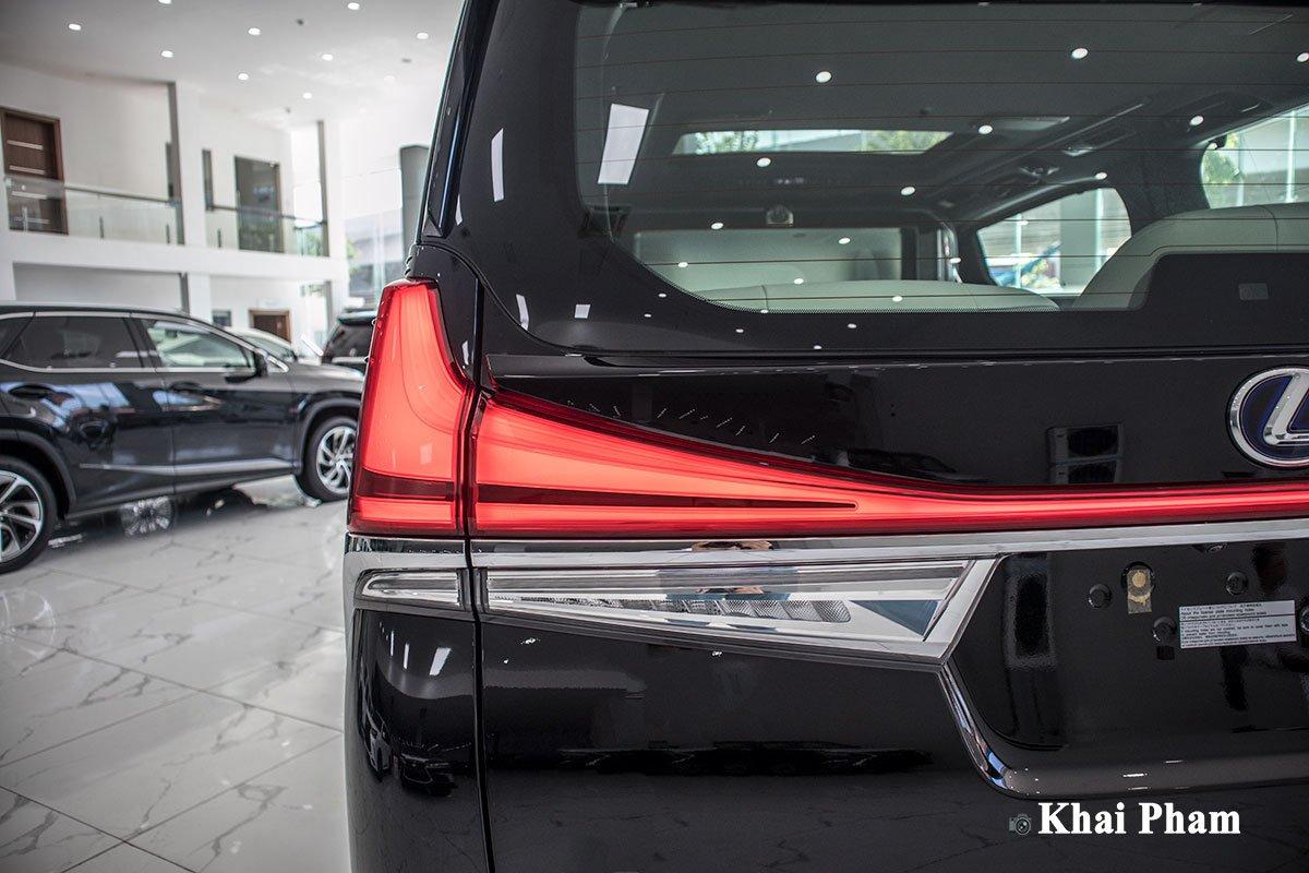 Ảnh đèn hậu xe Lexus LM300h 2020