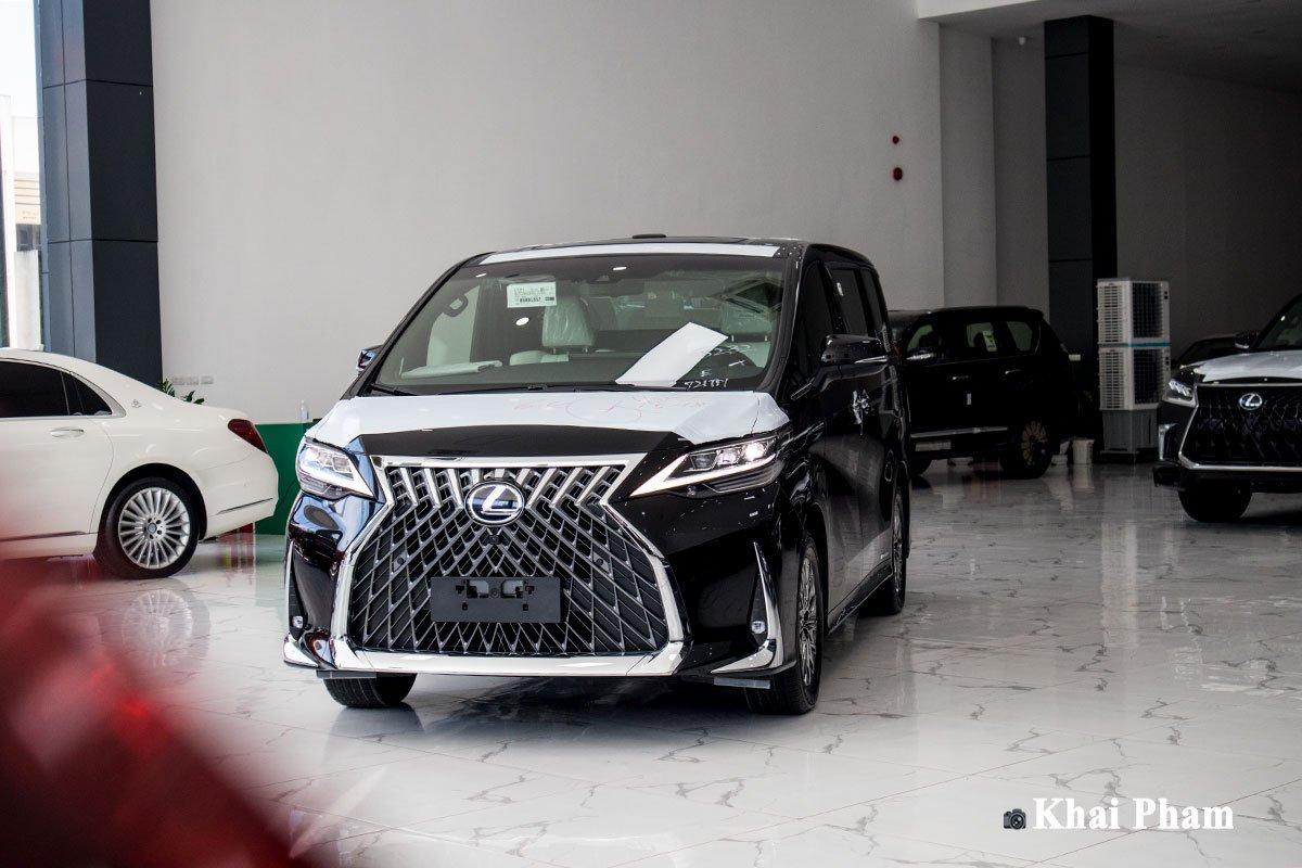Ảnh đầu xe Lexus LM300h 2020 bên trài