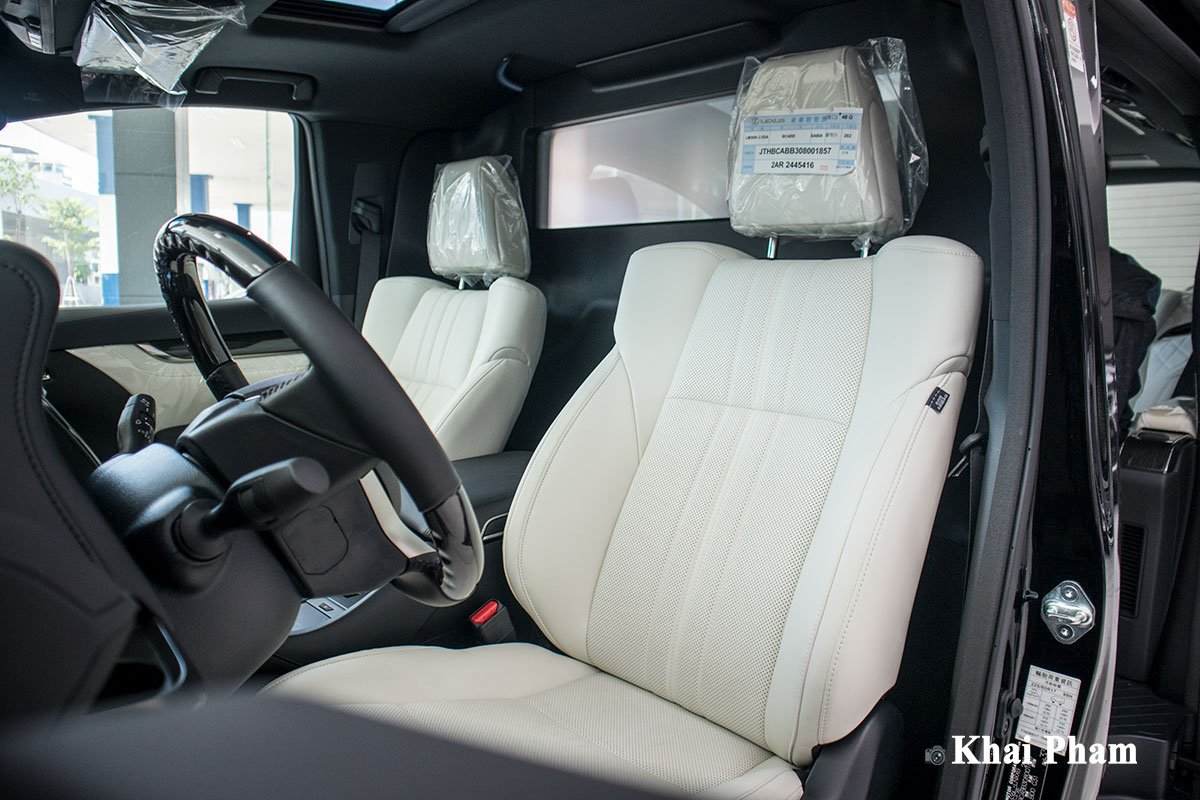 Ảnh ghế lái xe Lexus LM300h 2020 bên phải