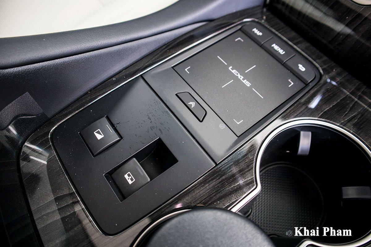 Ảnh điều khiển xe Lexus LM300h 2020