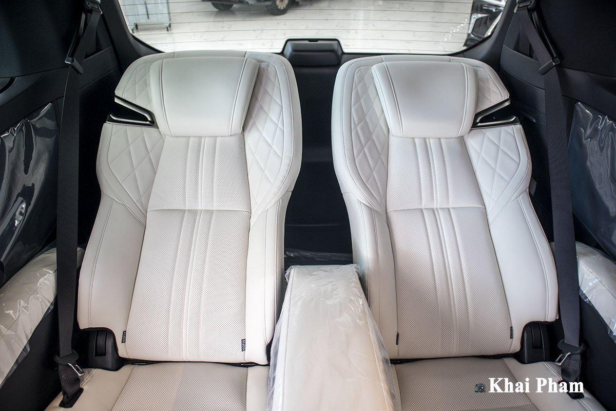 Ảnh ghế sau ngả xe Lexus LM300h 2020 bên phải