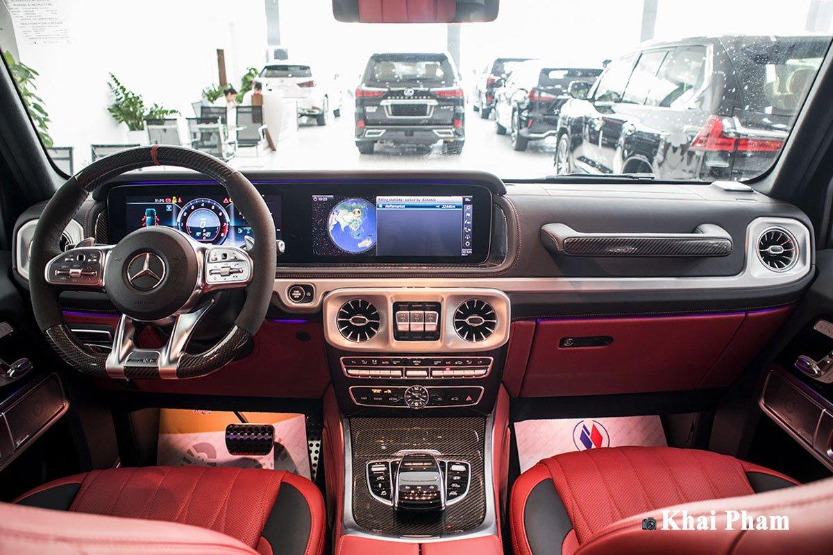 Ảnh chính diện khoang lái xe Mercedes-Benz G63 Trail Package 2020