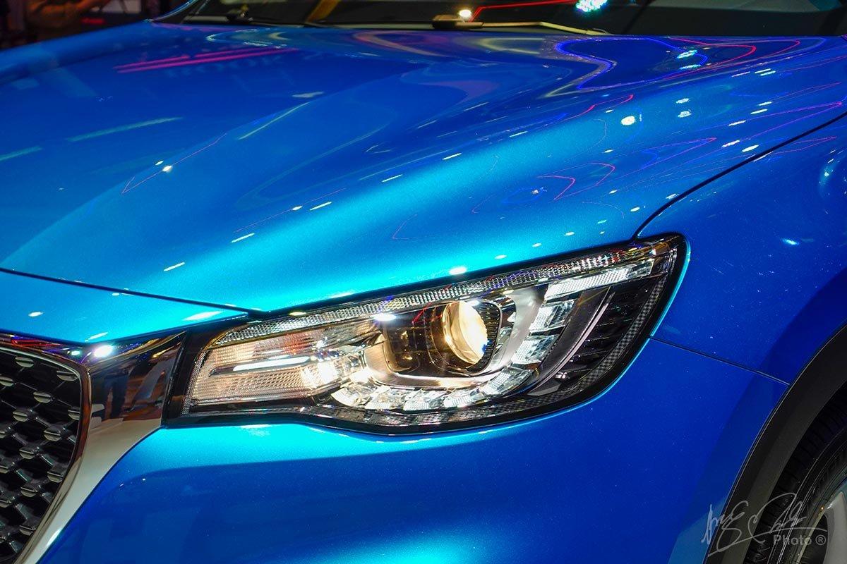 Cụm đèn pha của MG HS sắc nét và sở hữu các trang bị mang tính công nghệ.
