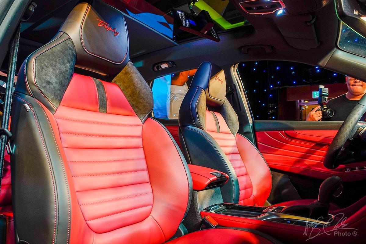 Ghế ngồi thể thao 2 tông màu trên MG HS 2.0L.