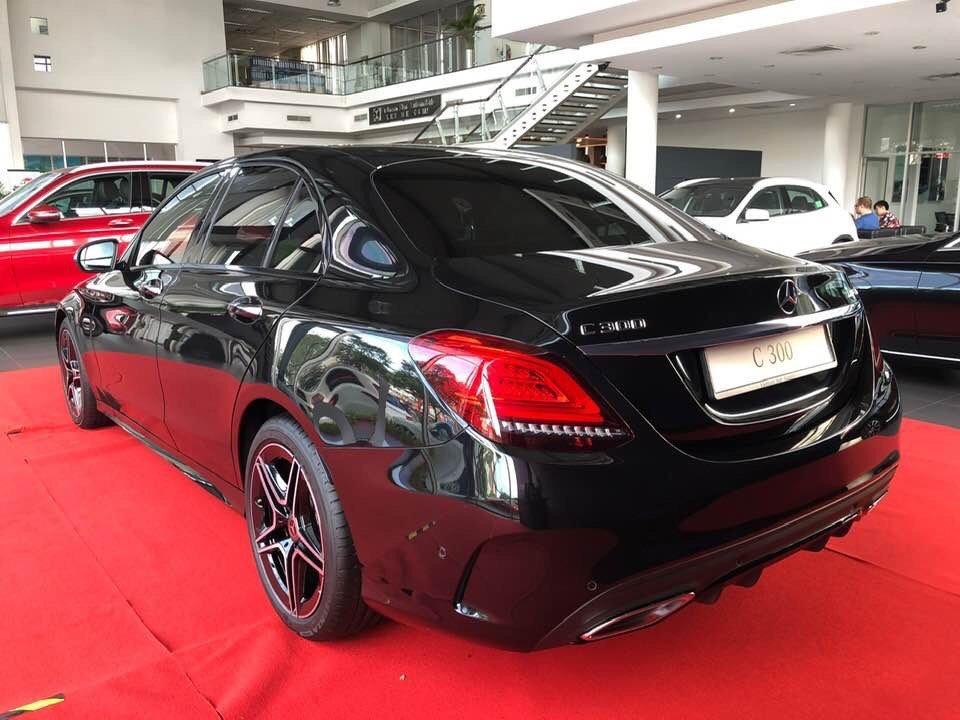 Đuôi xe Mercedes-Benz C300 2021