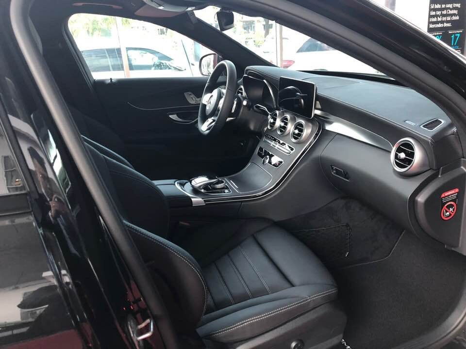 Nội thất Mercedes-Benz C300 AMG 2021
