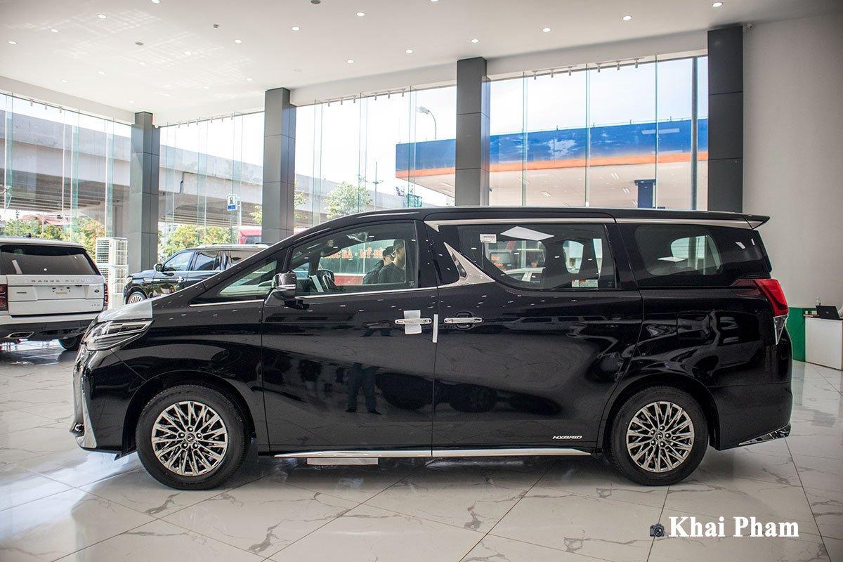 Ảnh Chính diện thân xe Lexus LM300h 2020