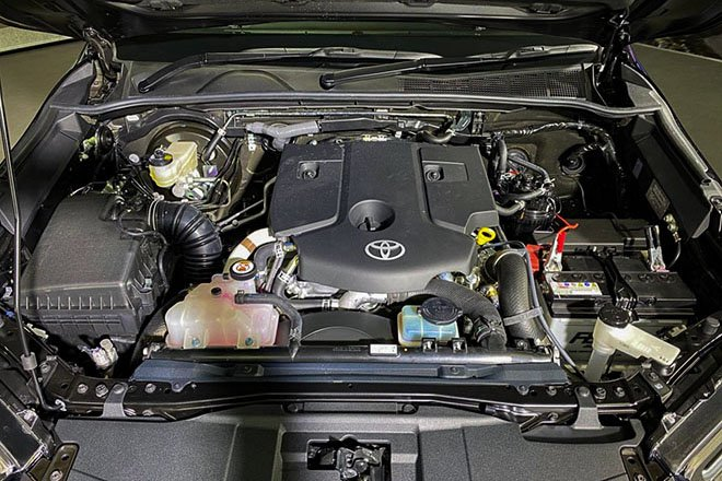 Đánh giá xe Toyota Hilux 2021 về động cơ.