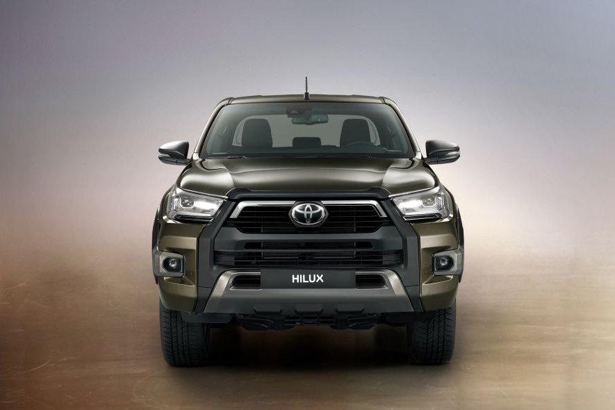 Đánh giá xe Toyota Hilux 2021 về thiết kế đầu xe.
