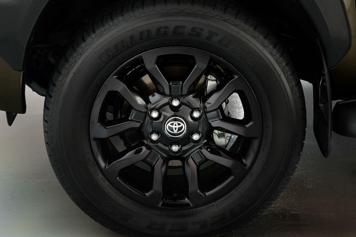 Đánh giá xe Toyota Hilux 2021 về thiết kế thân xe - Ảnh 1.