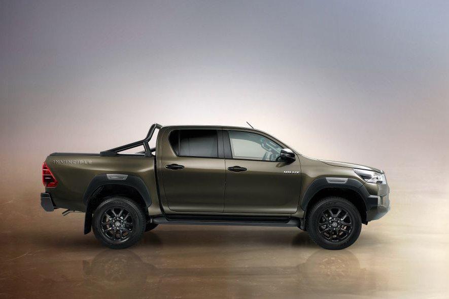 Đánh giá xe Toyota Hilux 2021 về thiết kế thân xe.