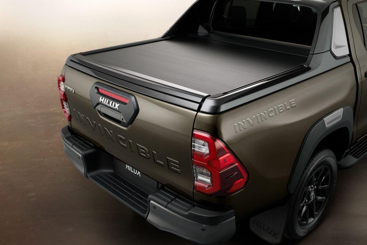 Đánh giá xe Toyota Hilux 2021 về thiết kế đuôi xe - Ảnh 1.